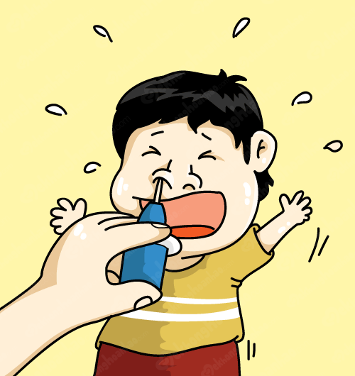 bé sợ rửa mũi