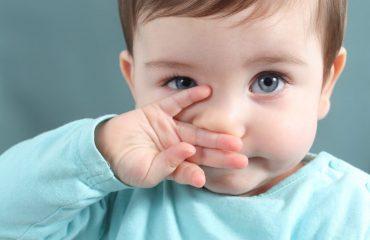 Rửa mũi tại nhà cho bé