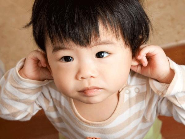 rửa mũi bị nước vào tai