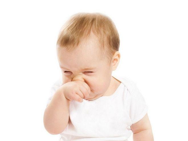 trẻ bị hắt hơi sổ mũi uống thuốc gì