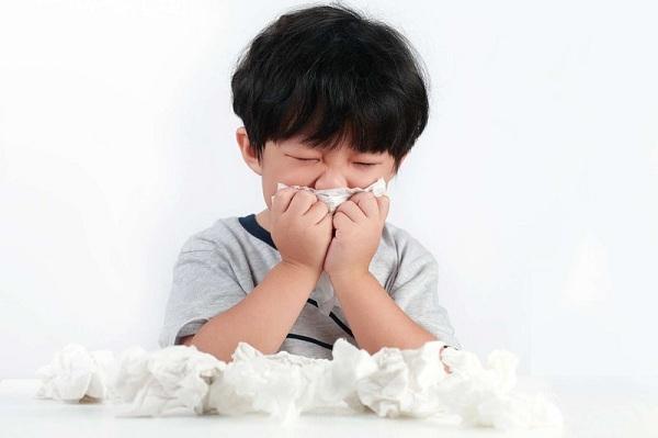 nước mũi có mùi hôi trứng thối
