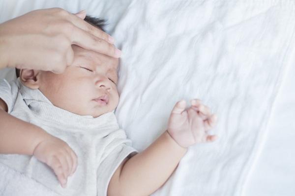 trẻ thở khò khè vào ban đêm