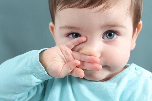 trẻ sổ mũi lâu ngày không khỏi