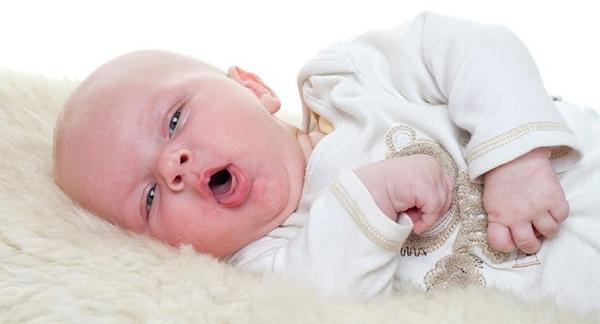 trẻ sinh mổ bị khò khè